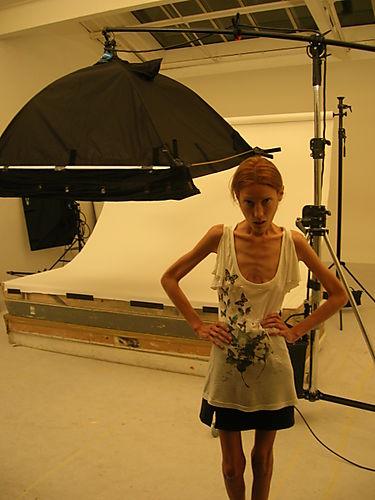Isabelle Caro 2